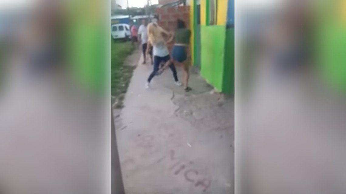 Video | Una joven mató a otra a puñaladas en una pelea