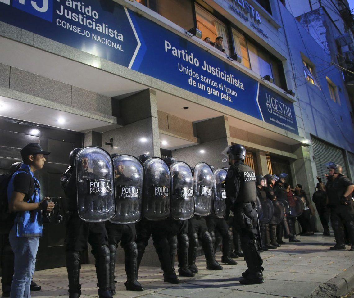 Después de la toma en la sede del PJ, Barrionuevo ordenó cambiar la cerradura