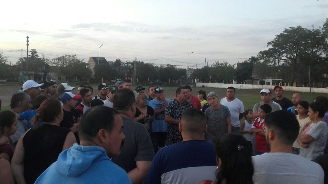 Vecinos resisten el desalojo judicial del Club Zapiola
