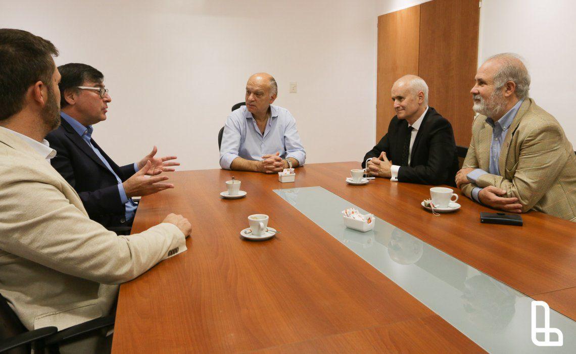 Grindetti firmó un convenio de pasantías con la UNDAV
