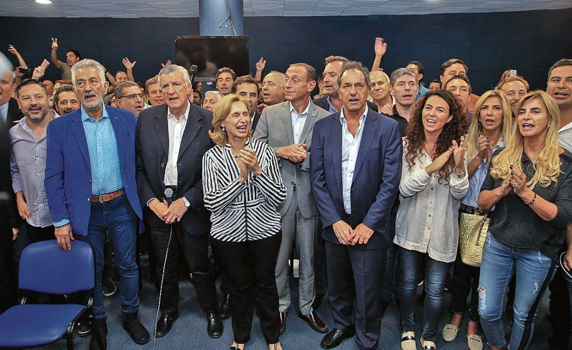 dLa desplazada conducción partidaria organizó una reunión ayer a la que sólo fue un gobernador