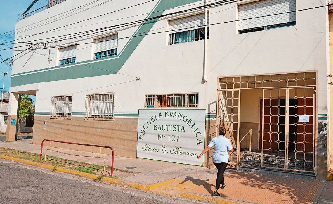 dEl colegio privado bautista se encuentra en Paraná.