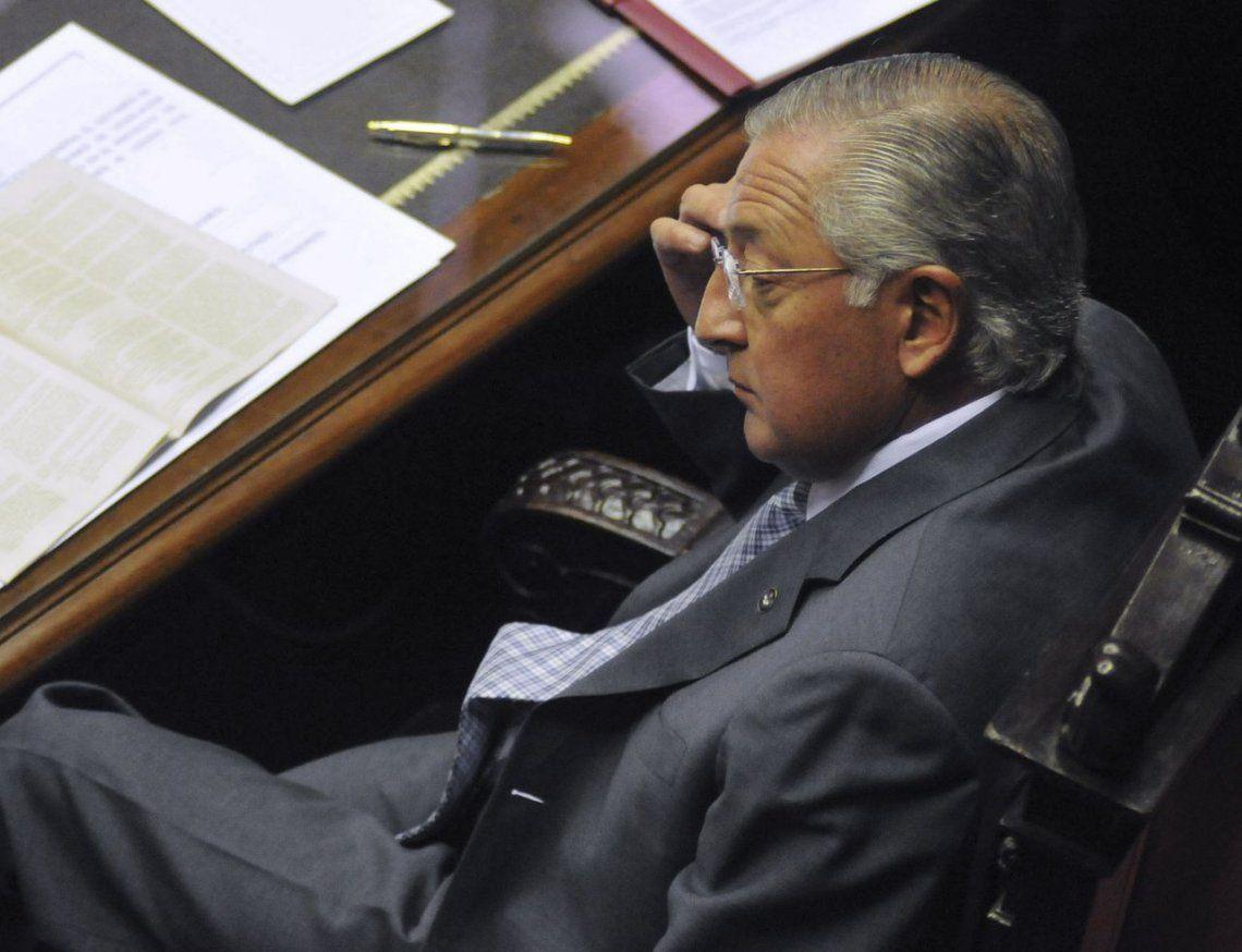 Después de horas de negociación, Eduardo Fellner se entregó a la Justicia