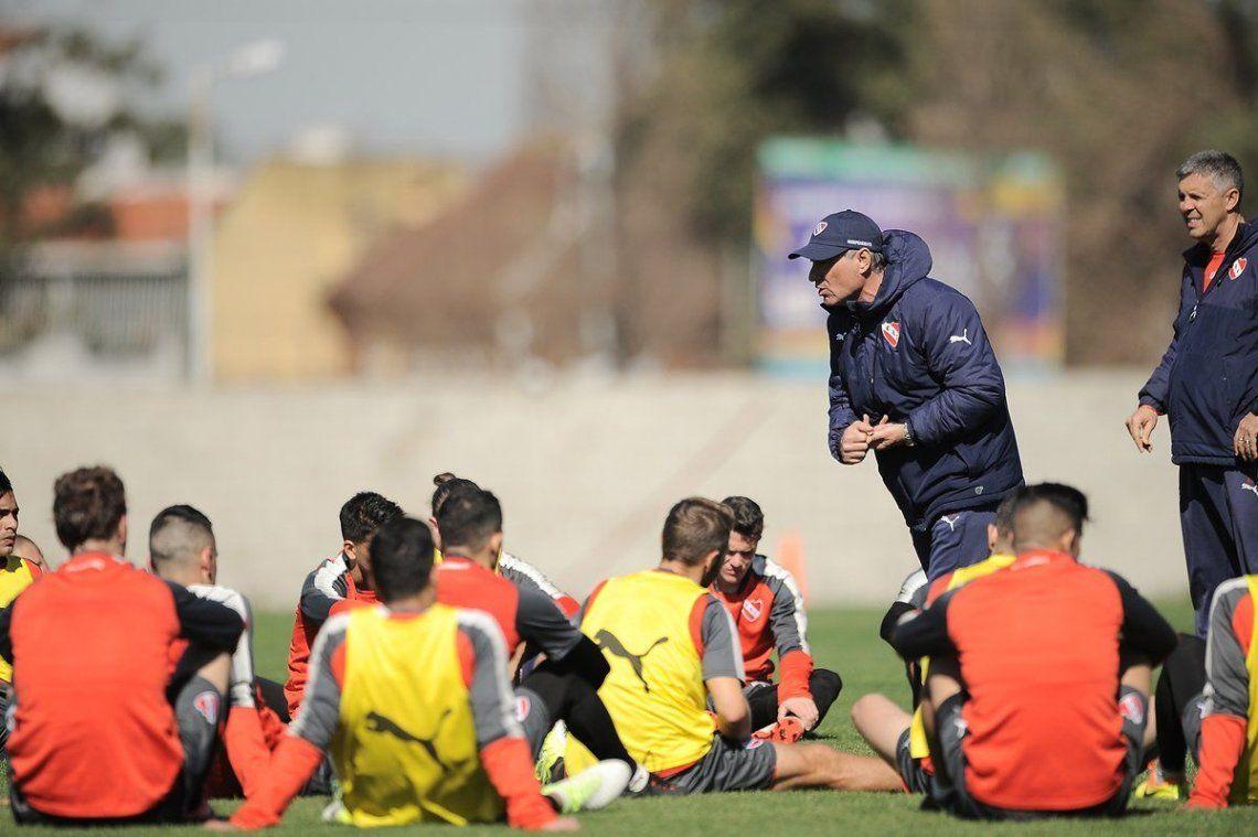 """dAriel Holan analiza qué equipo utilizará frente a Boca. """"En 72 horas jugamos dos partidos clave"""""""