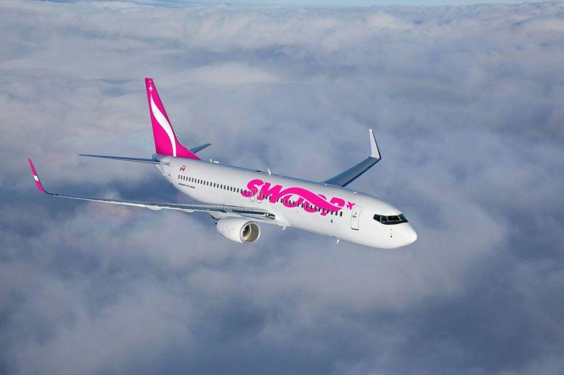 Una aerolínea low cost bromeó con cobrar el uso del baño y tuvo que salir a desmentirlo