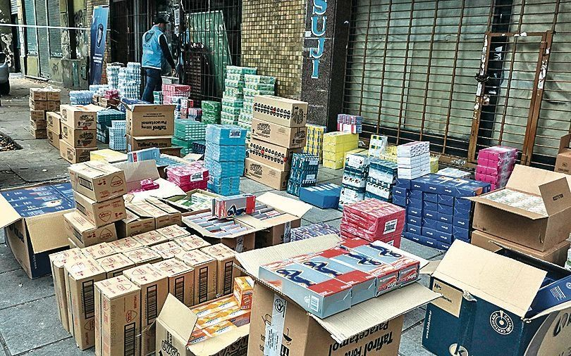dSe incautaron 25.000 medicamentos ilegales y 1.500 kilos de alimentos vencidos.