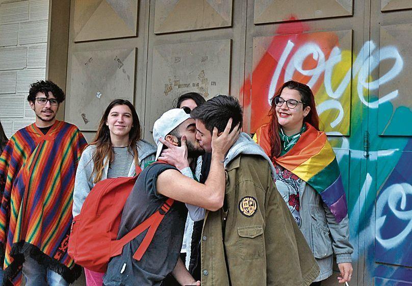 dEl besazo frente al Instituto Cristiano Evagélico Bautista de Paraná