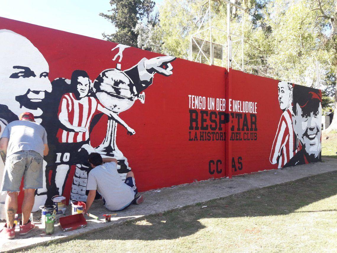 El emotivo homenaje de Estudiantes a Sabella con un mural