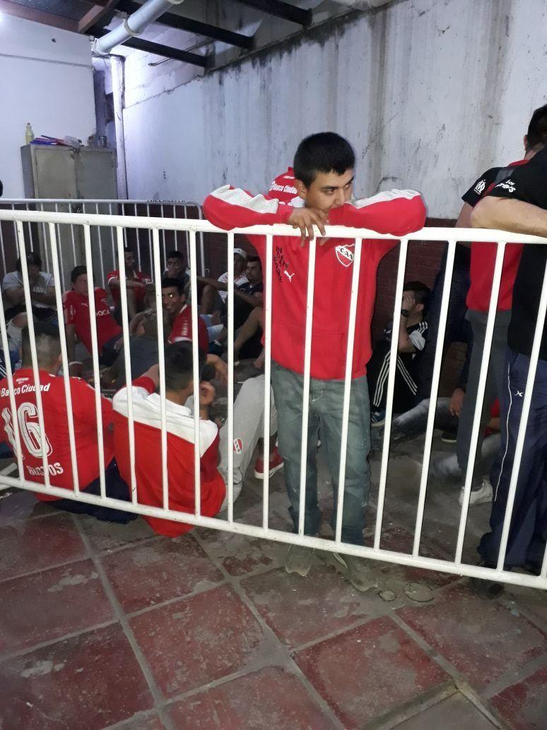 Detuvieron a 79 hinchas de Independiente, entre ellos 30 barrabravas