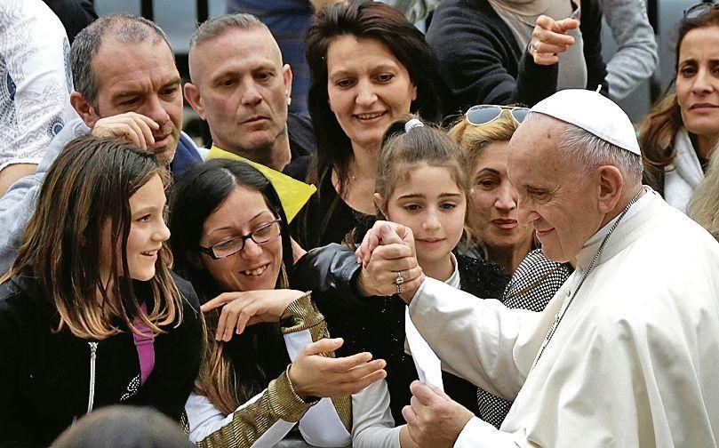 """dEl Papa invitó a """"todas las personas de buena voluntad"""" a rezar por la paz."""