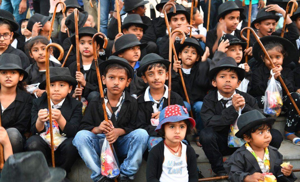 Así celebran en la India el cumpleaños de Charles Chaplin