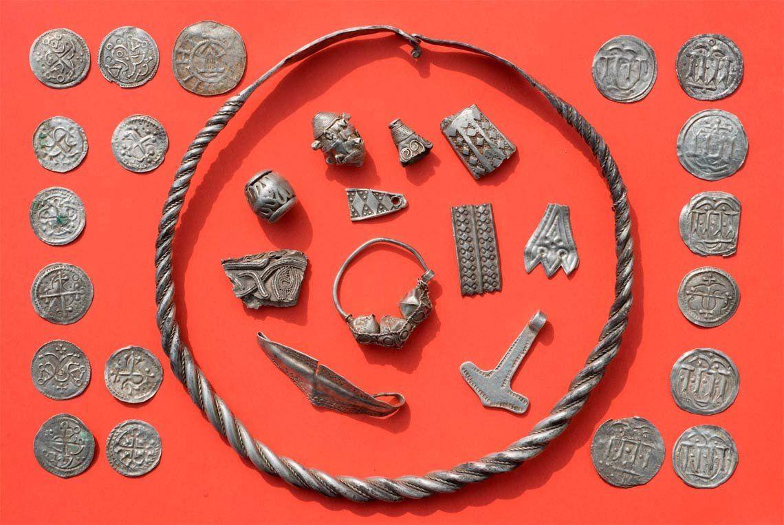 Un nene de 13 años ayudó a encontrar el legendario tesoro del rey vikingo Harald Diente Azul