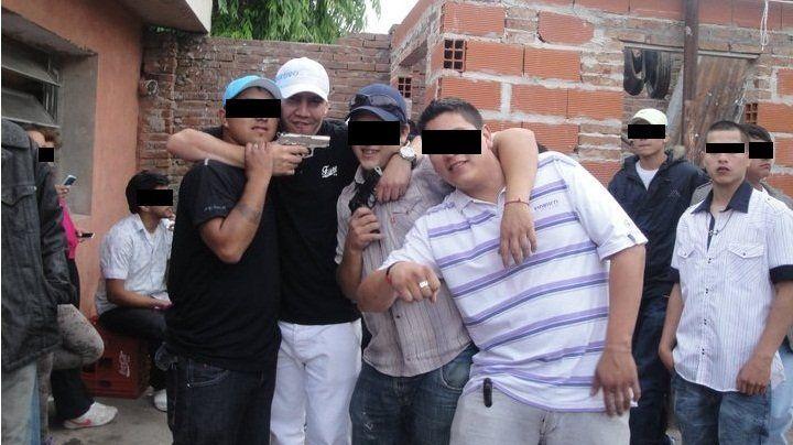 El Quemadito fue asesinado en 2013. Es quien tiene gorra azul y camisa.