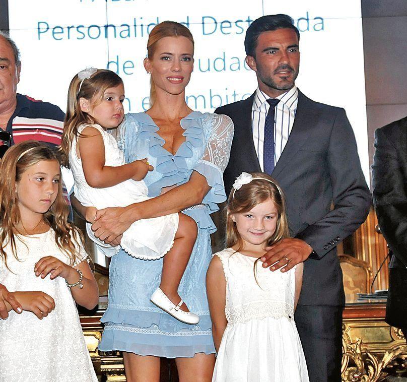 Nicole Neumann se llevó a sus hijas de vacaciones y Fabián Cubero explotó de furia