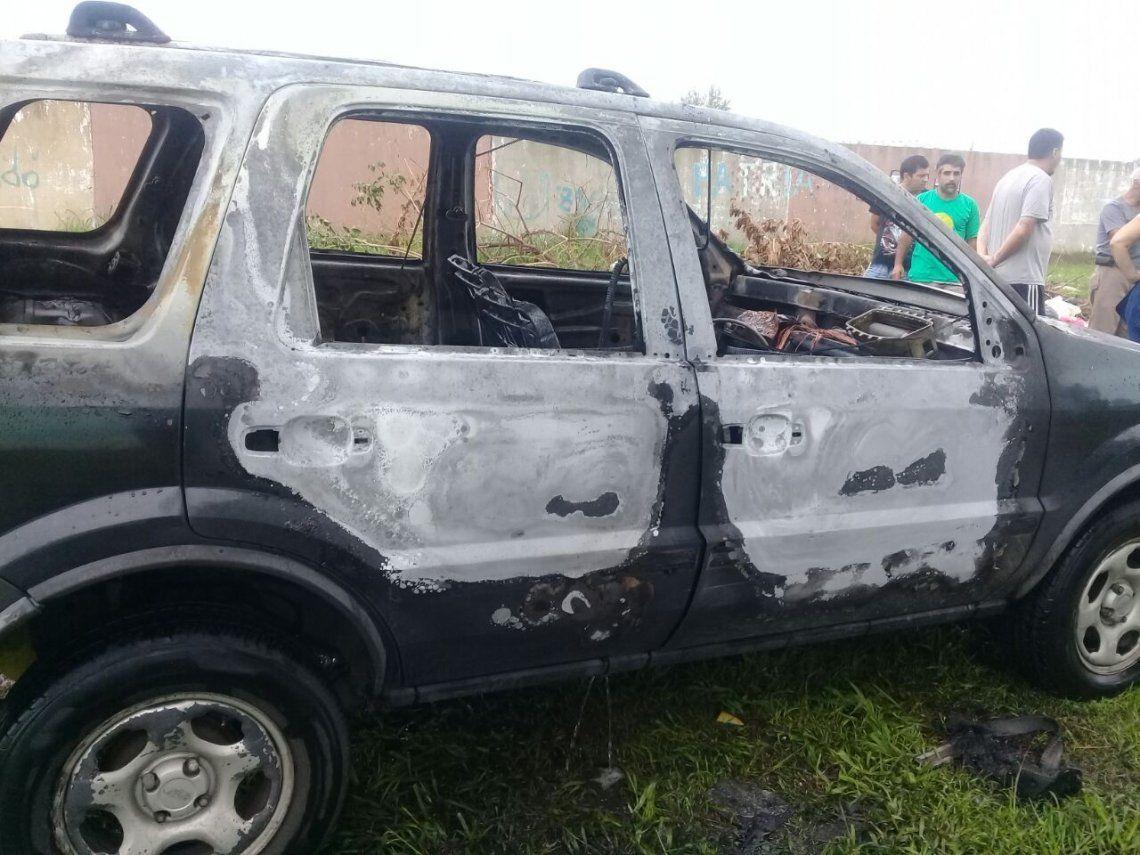 Ex alumno le prendió fuego el auto a una docente en Bernal Oeste