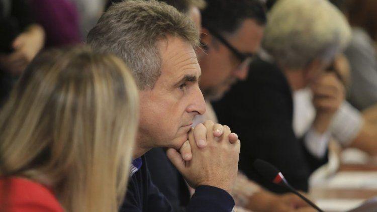 El duro discurso de Rossi contra el Gobierno: Está más sucio que los baños de Retiro