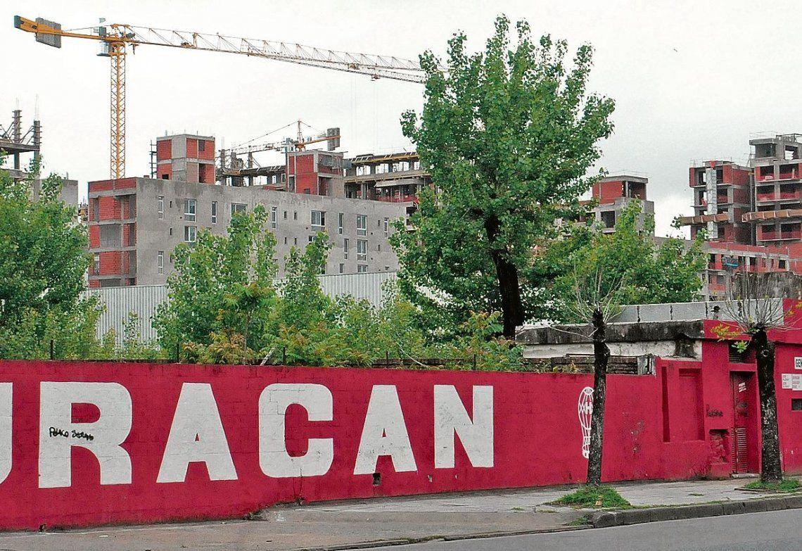 dEl barrio en construcción está justo al lado del Palacio Ducó.
