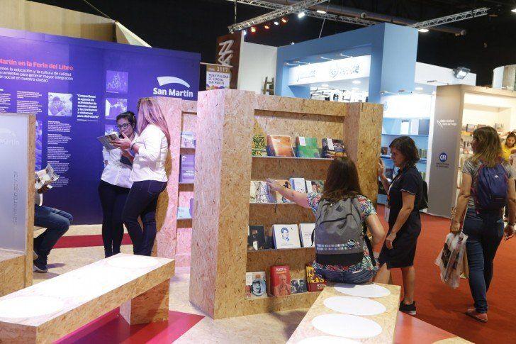 San Martín inauguró su stand en la Feria del Libro