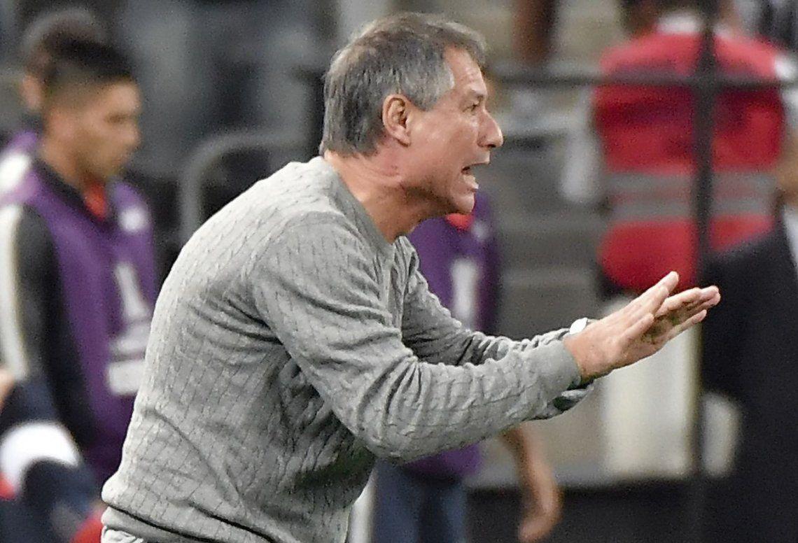 Holan pasa la escoba en Independiente