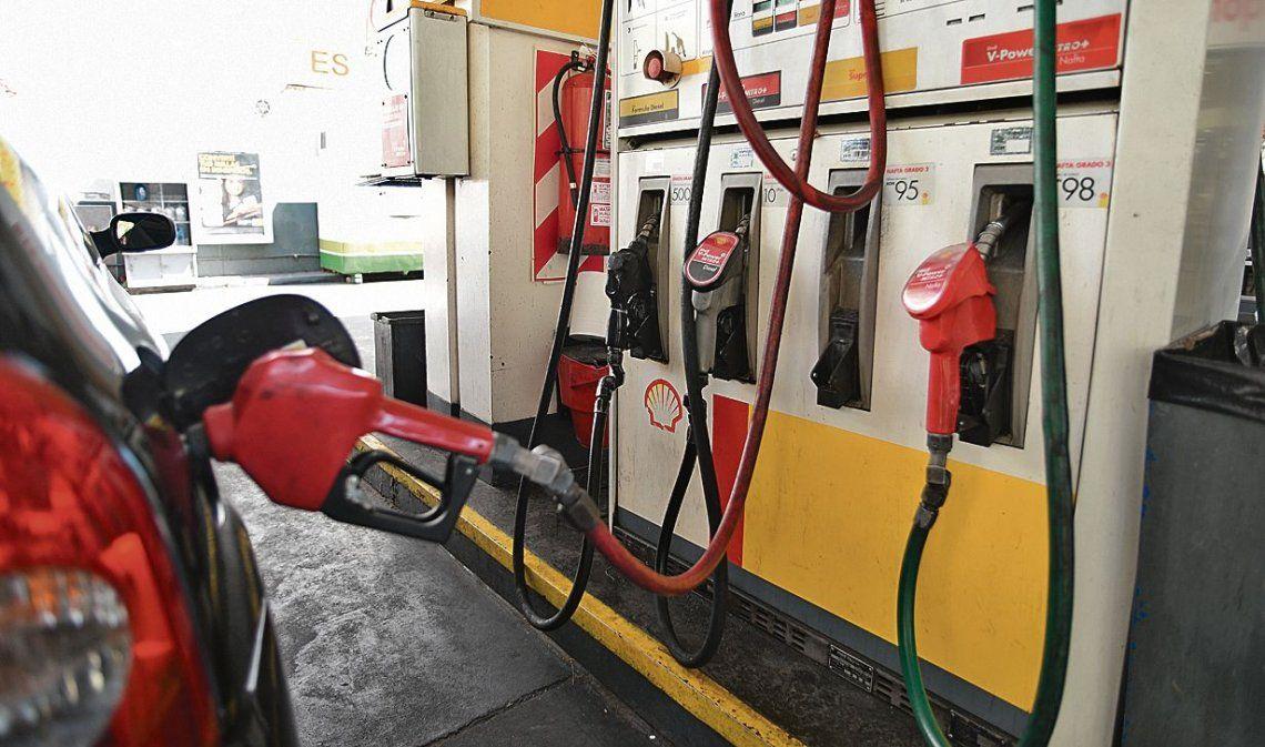 Las petroleras restringen la entrega de combustibles