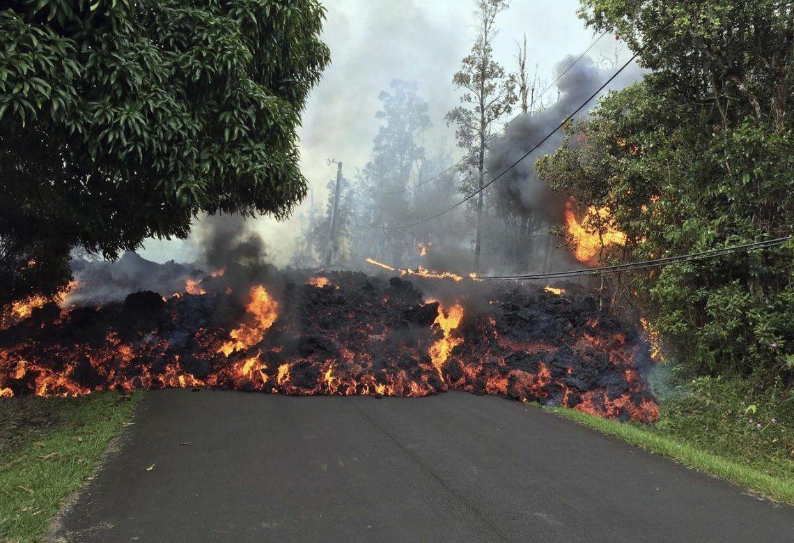 Erupción del volcán en Hawaii no da tregua y amenaza con más destrucción