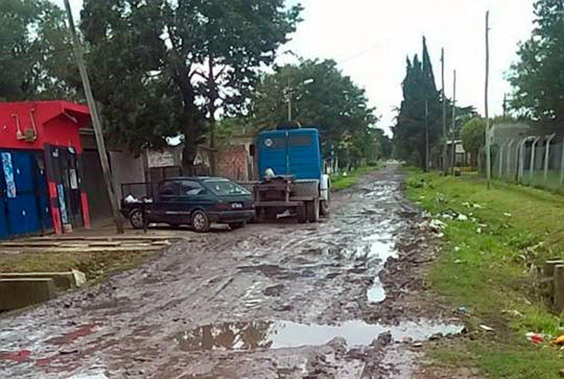 En el barrio La Esmeralda esperan el asfalto hace más de 40 años
