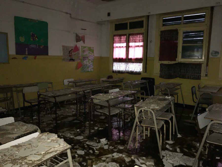 Campaña por biblioteca de colegio que quedó sin techo