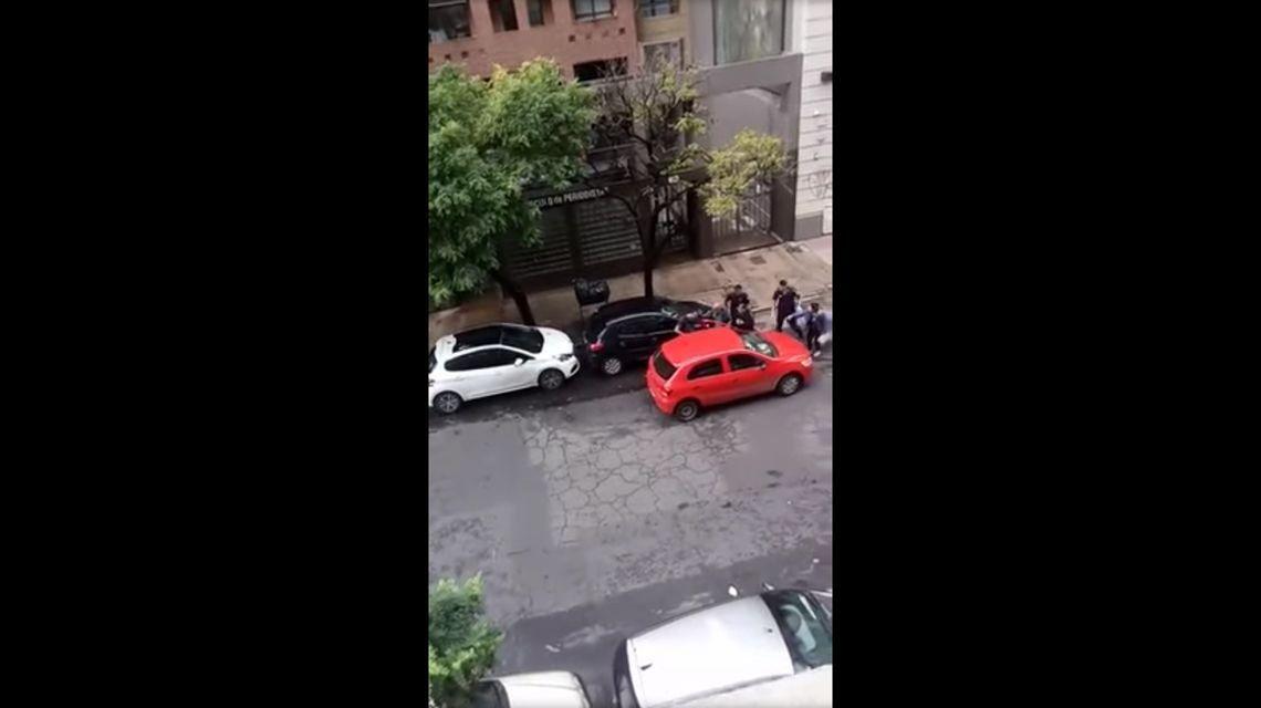 Video | Tiros y un herido durante una increíble fuga tras una salidera bancaria en La Plata