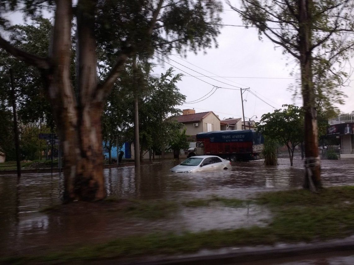 Dos muertos por temporal que afecta a 5 provincias