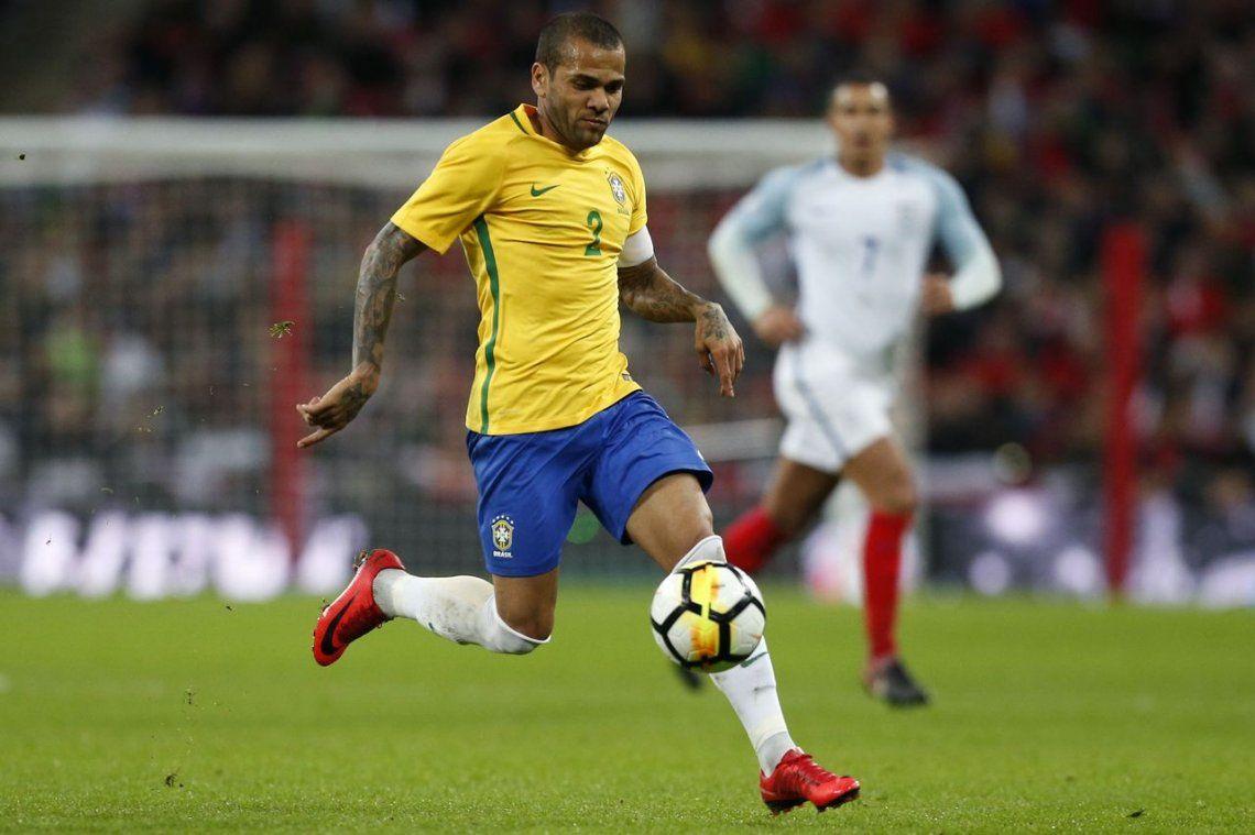 Duro golpe para Brasil: Dani Alves se perderá el Mundial por una lesión