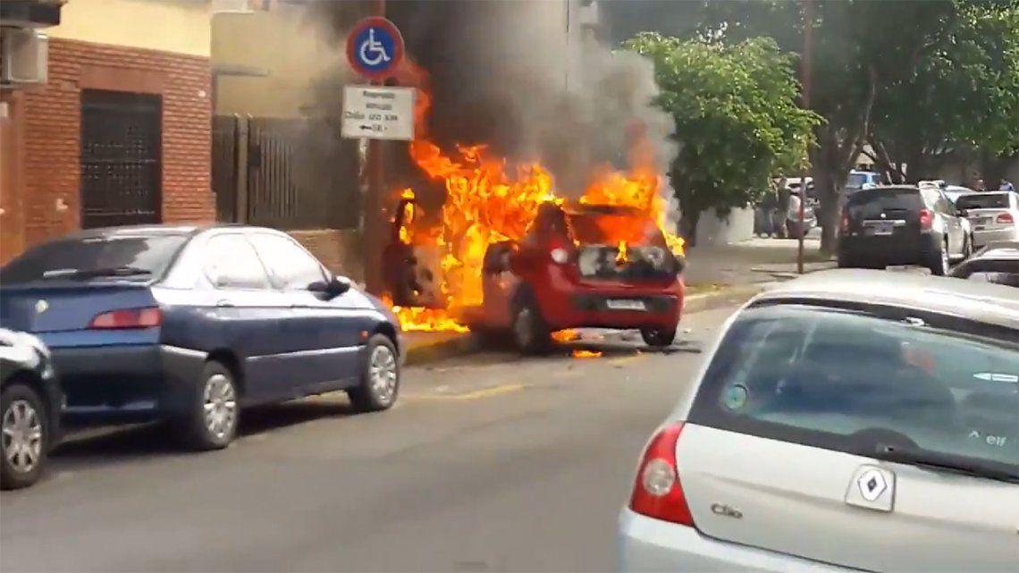 Robo, persecución,tiroteoe incendio en Liniers: un delincuente muerto