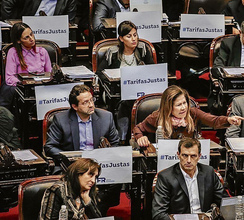 dLos diputados aprobaron el proyecto que limita suba de tarifas.