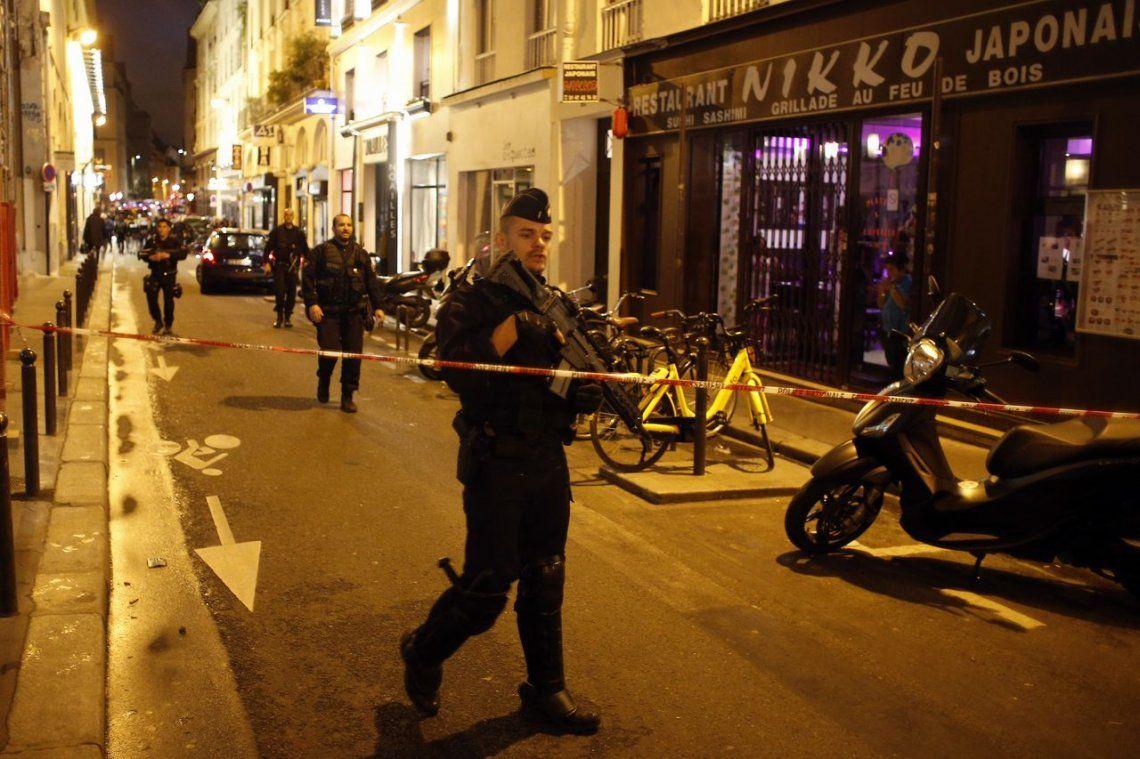 Un hombre acuchilló a varias personas en calles de Paris: mató a una, hirió a 4 y fue abatido