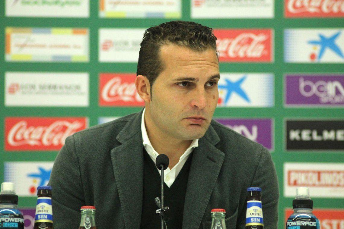 Técnico de la Segunda de España tackleó a un rival para que no hiciera un lateral