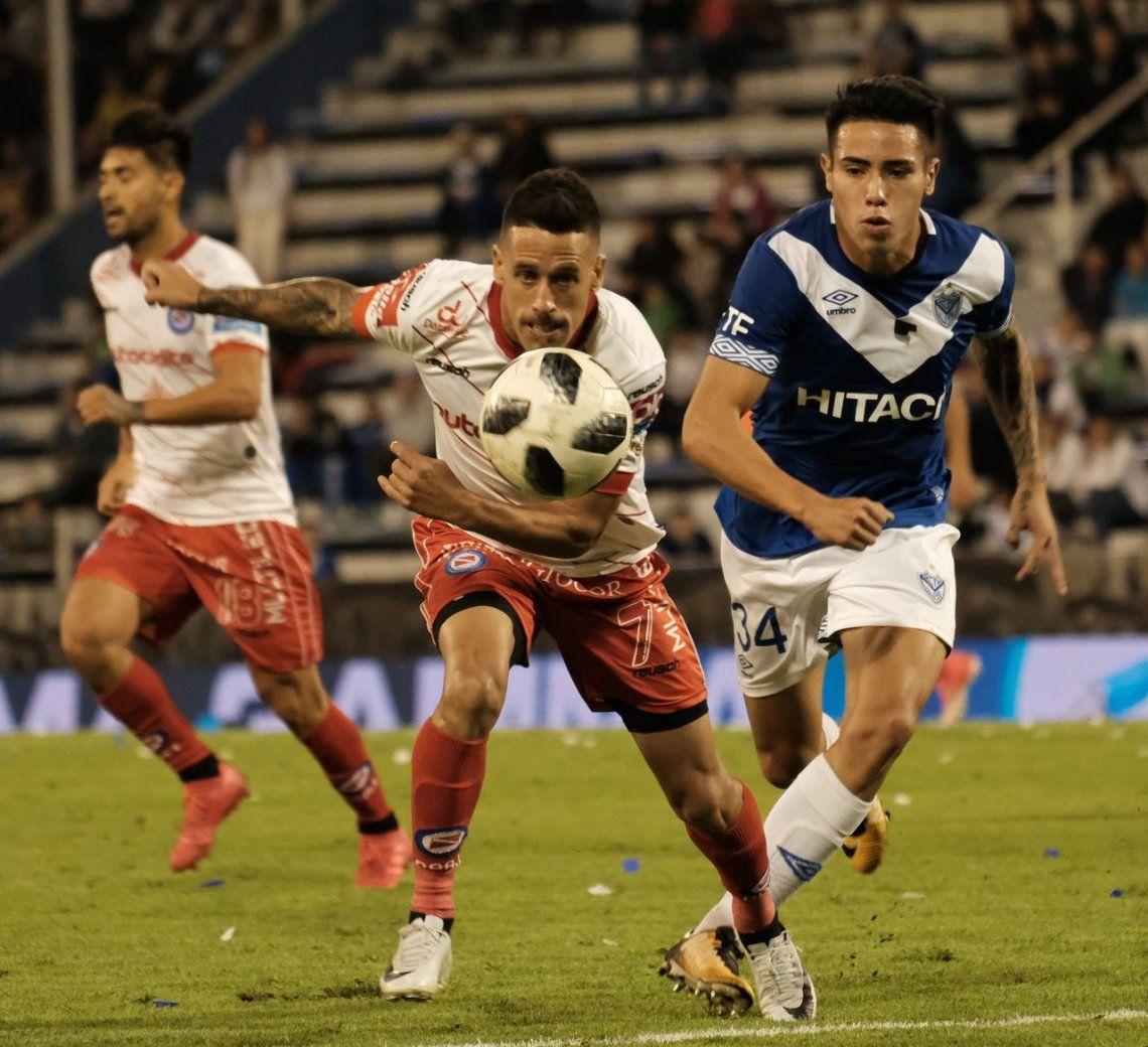 Argentinos rescató un punto ante Vélez y puso un pie en la Sudamericana