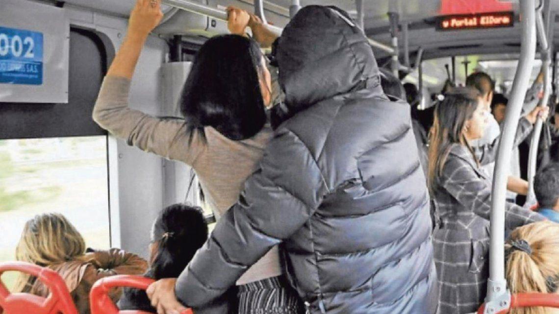 Mujeres denuncian 160 hechos de acoso por día en transportes