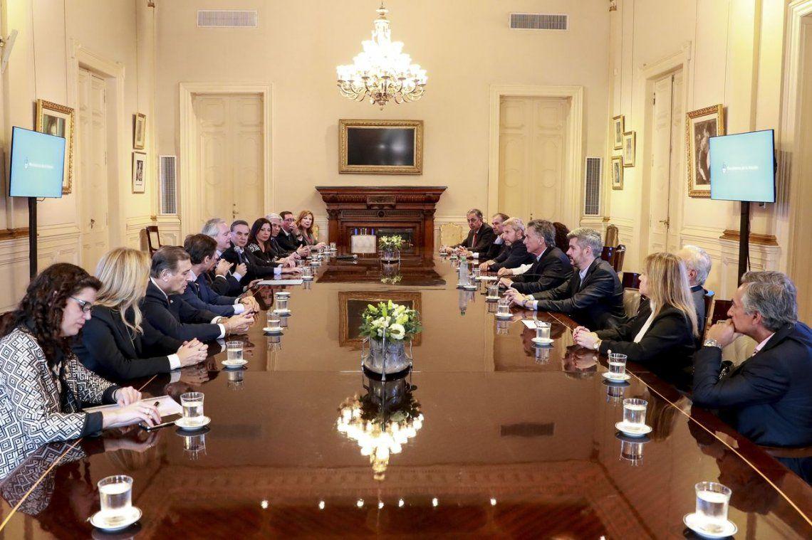 Macri recibió a senadores con el tarifazo y el acuerdo con el FMI en la agenda