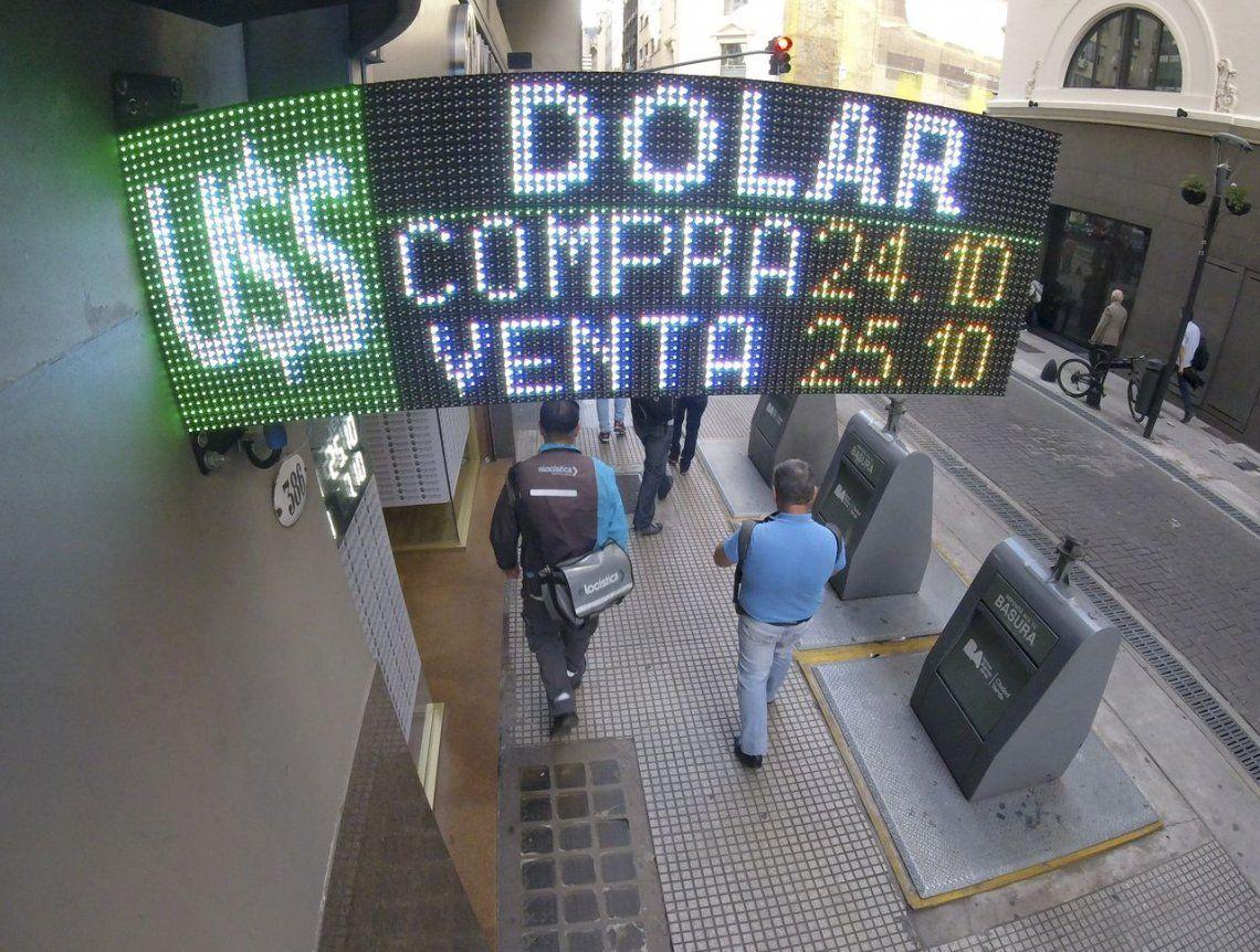 Con el vencimiento de los Lebacs, el dólar cedió unos centavos