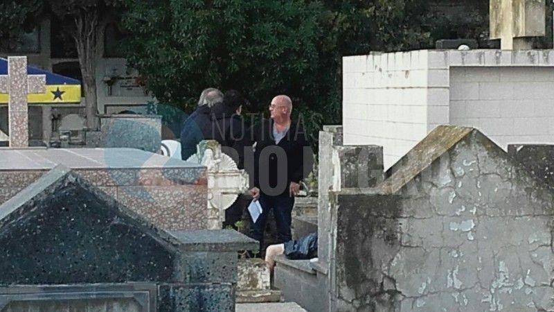 Carmen de Patagones: Hallan cadáver de una mujer fuera del ataúd e investigan si sufrió necrofilia