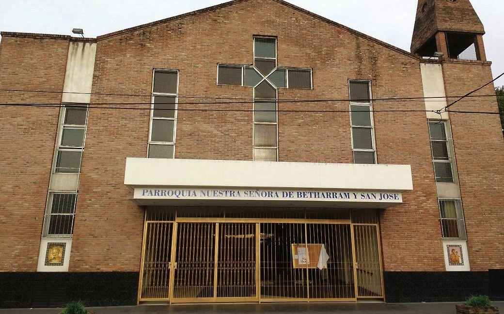 dVarias generaciones concurrieron al templo de Coronado.