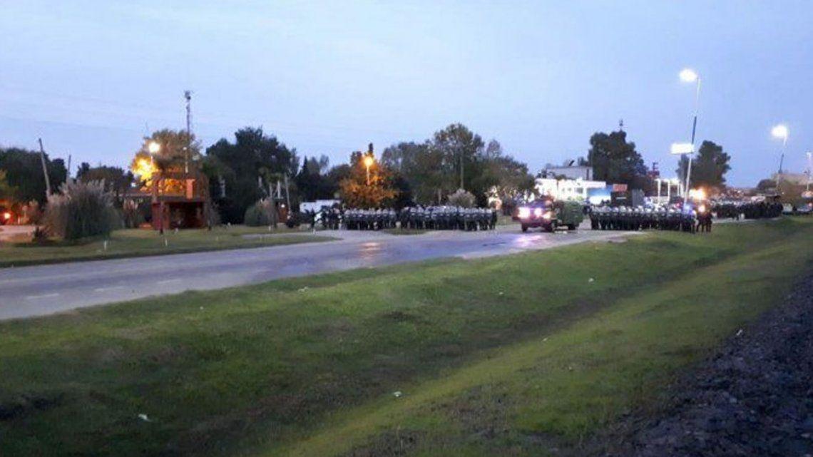 Tensión en Cresta Roja: Policía y Gendarmería desalojaron trabajadores