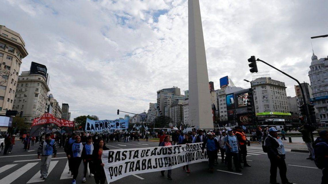 Organizaciones sociales marchan al Obelisco contra el tarifazo y el FMI