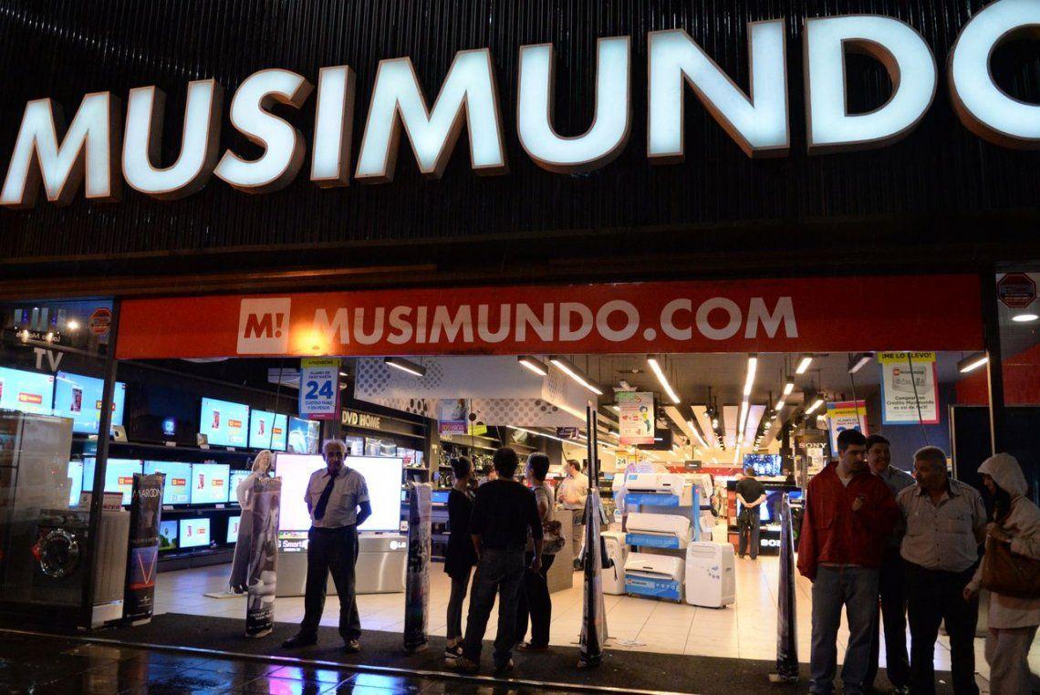 Musimundo cerró 10 sucursales y echó a sus empleados por caída de ventas
