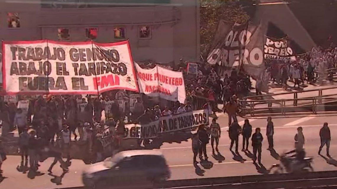 Cortes contra el tarifazo y el FMI sacudieron el Centro porteño
