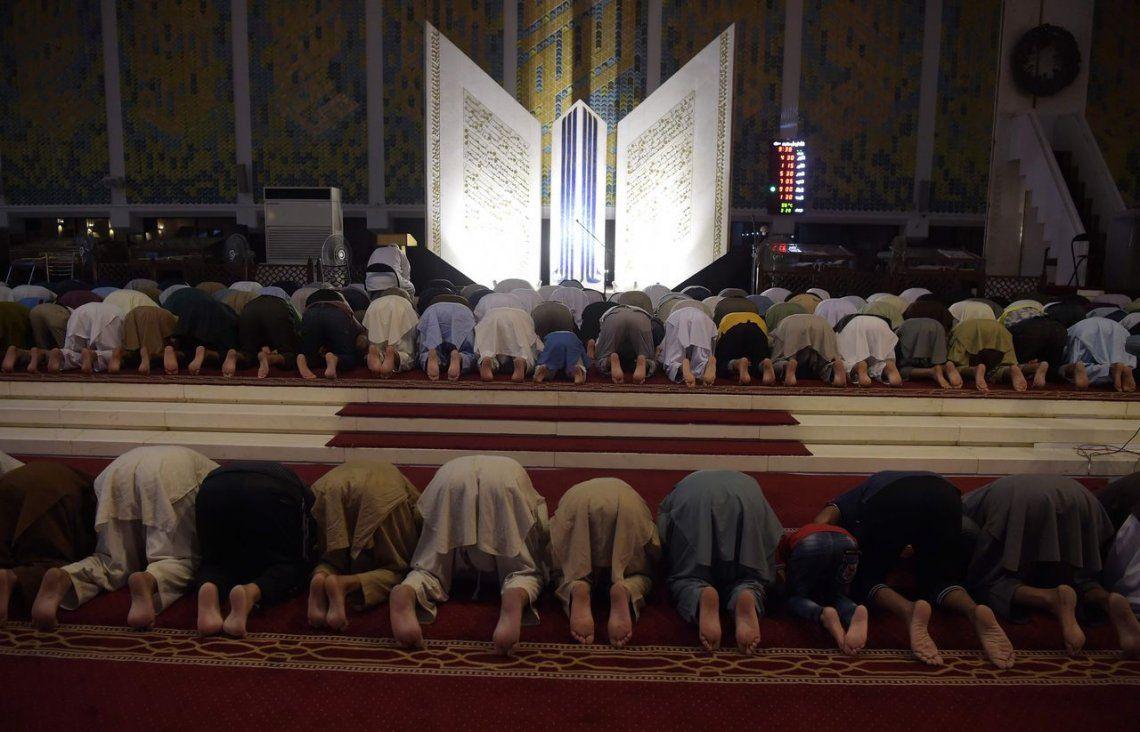 Pakistán | Oración en la Gran Mezquita de Faisal en Islamabad..