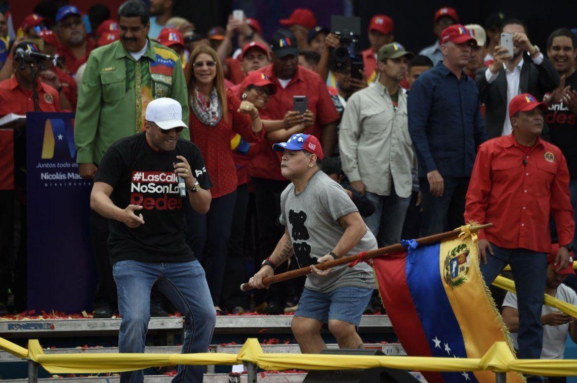 El baile de Diego Maradona en el cierre de campaña de Nicolás Maduro