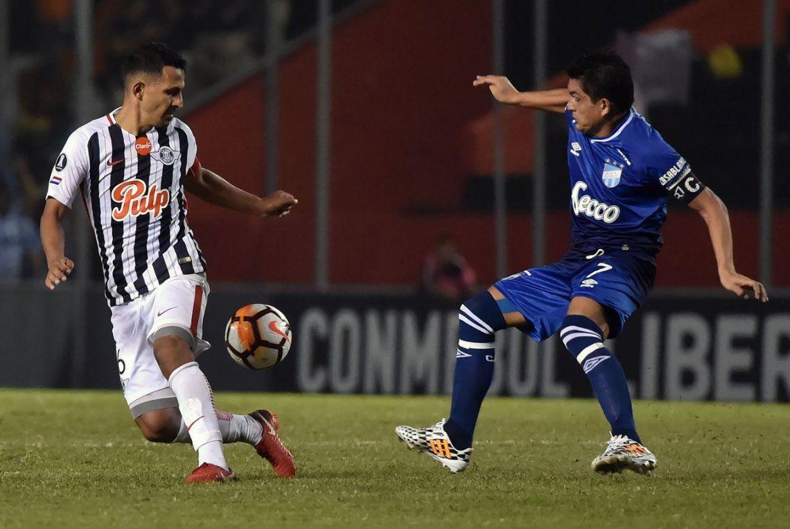 Heroico: Atlético aguantó el empate con un jugador menos en Paraguay y clasificó a octavos
