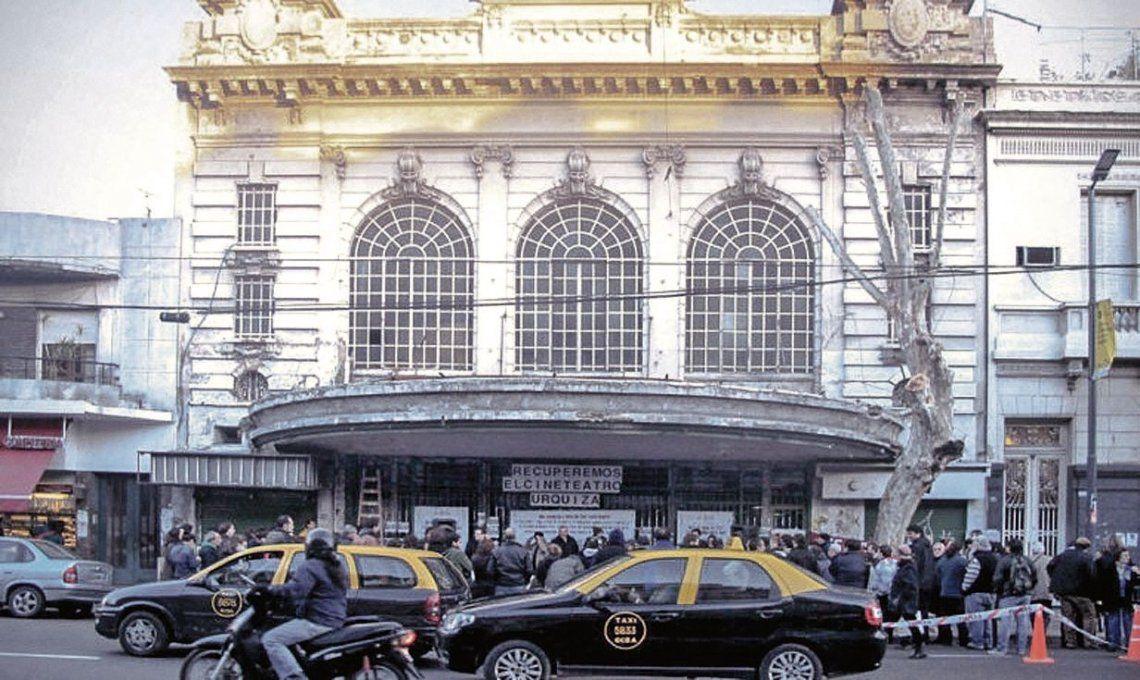 Insólito: recuperaron el Cine Teatro Urquiza y ahora les reclaman 400 mil pesos