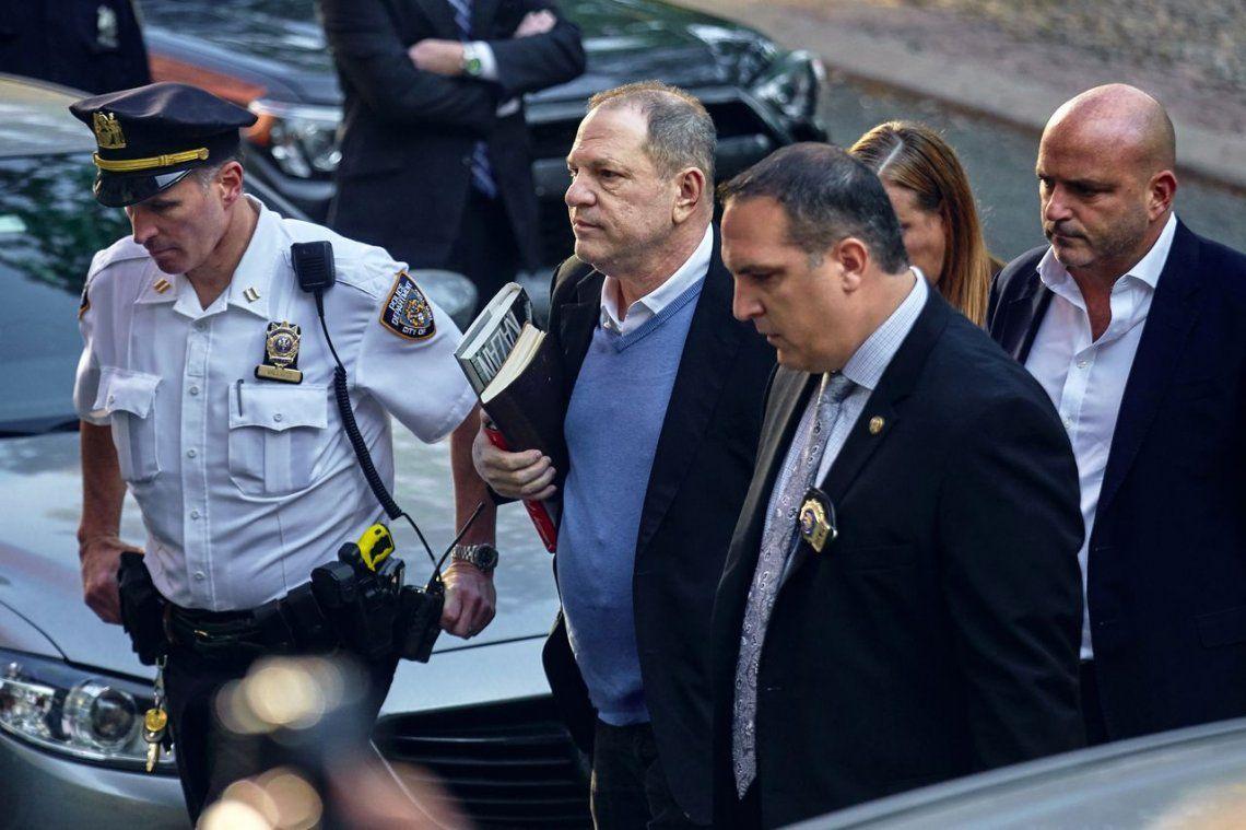 Harvey Weinstein se entregó a la Policía en Nueva York y quedó en libertad bajo fianza
