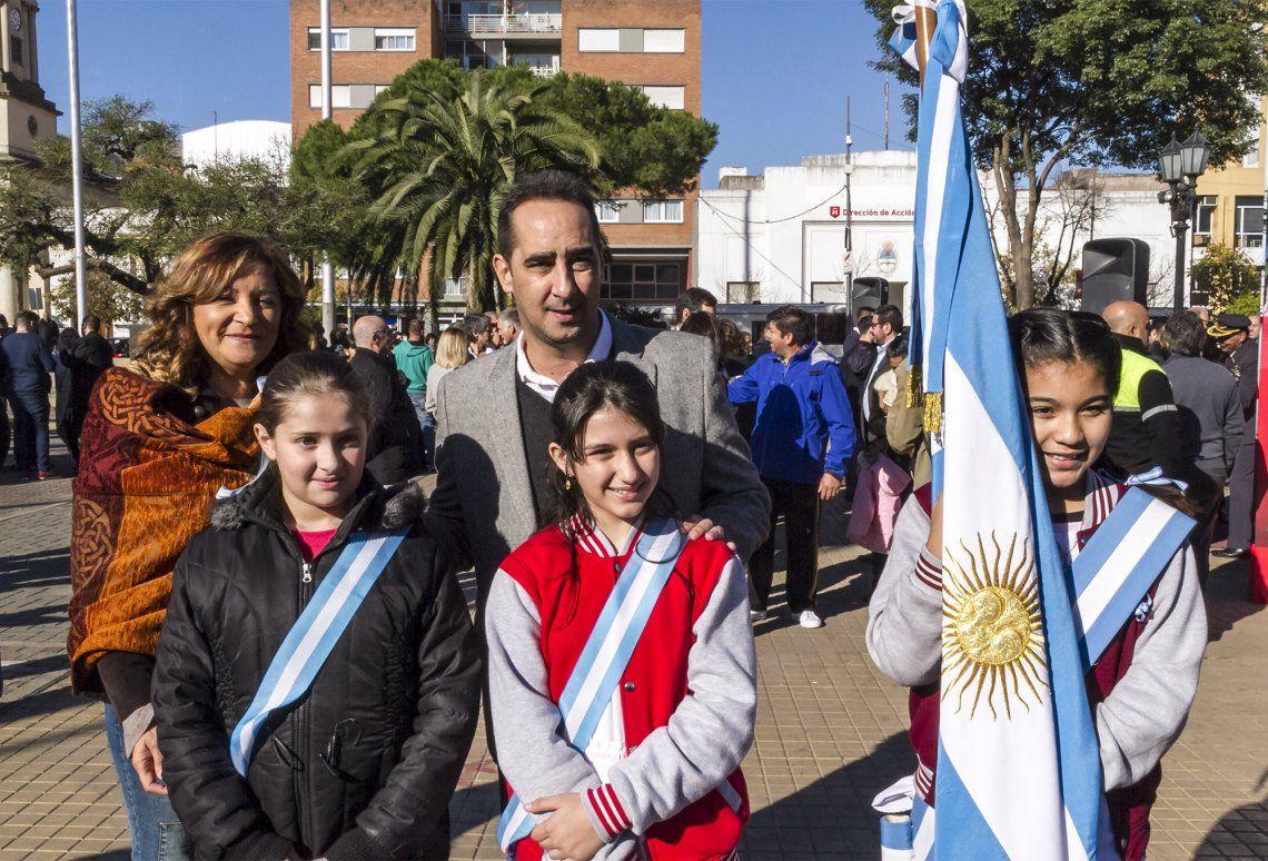 Tagliaferro compartió con vecinos el 208º aniversario de la Revolución de Mayo